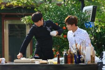 Chef Choi Hyun Seok showed off his fish-filleting skill.